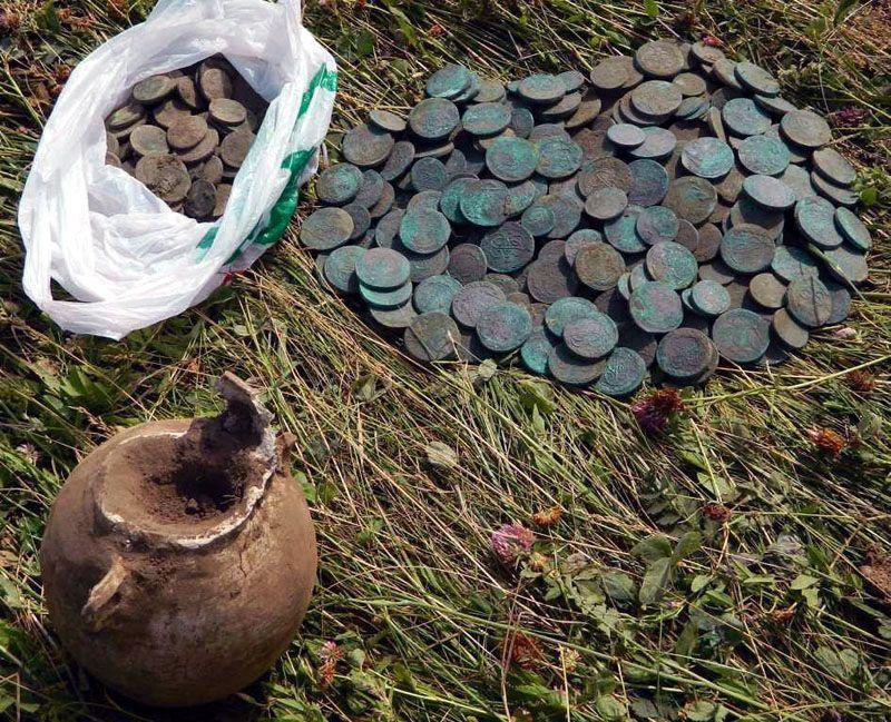 Клад медных монет, найденный на месте старой деревни